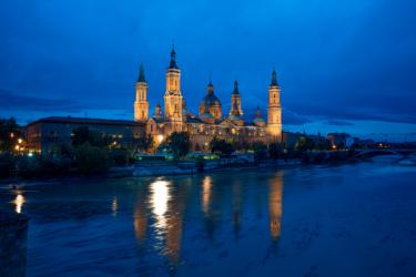 Anochece en la Basílica del Pilar